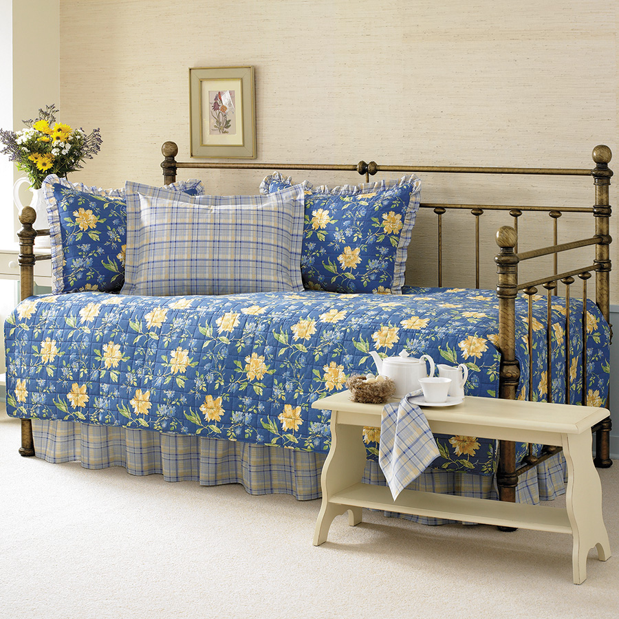 Laura Ashley Emilie Daybed Set From Beddingstyle Com