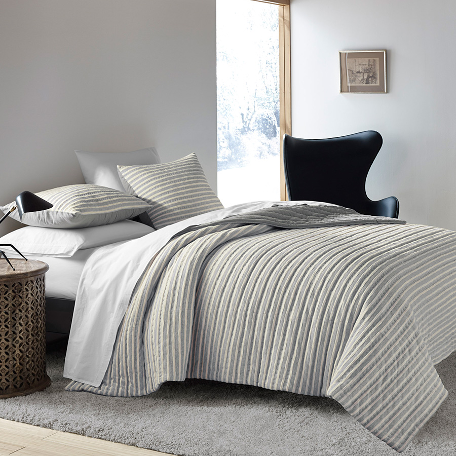 Ed Ellen Degeneres Horizon Lines Quilt From Beddingstyle Com