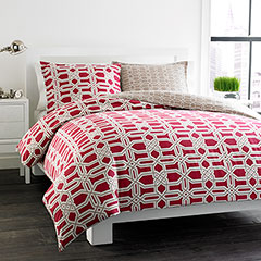 Labyrinth Reversible Red Duvet Set