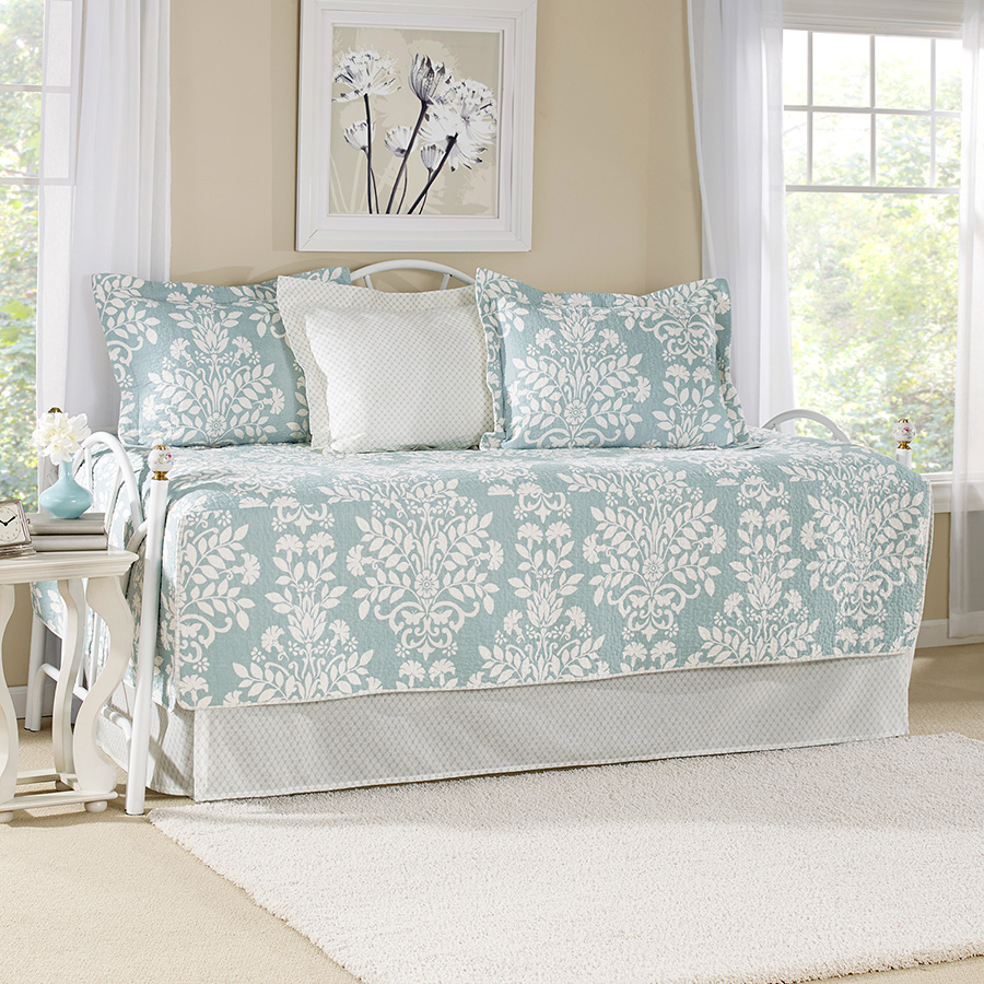 Laura Ashley Rowland Blue Daybed Set from Beddingstylecom : rowlanddaybedbluelal from www.beddingstyle.com size 900 x 900 jpeg 367kB