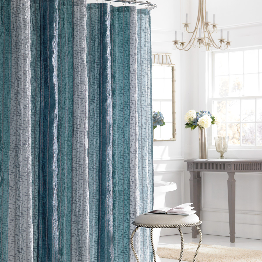 Beddingstyle: Manor Hill Sierra Sapphire Shower Curtain