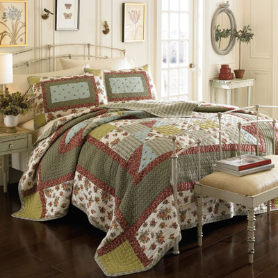 Laura Ashley Wakefield Quilt Set